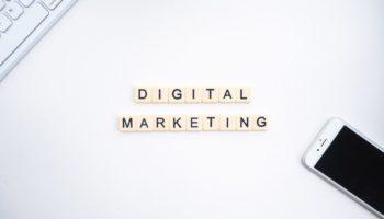 Маркетингът в социалните медии е най-добрият начин за популяризиране на вашия сайт. Можете да използвате платформи за социални медии, за да информирате зрителите си за нови продукти, които вашият сайт ще продава или за предстоящи събития, на които вашата компания е домакин. Той ви дава прост и бърз начин да изпратите съобщението си там, а възможностите са безкрайни.